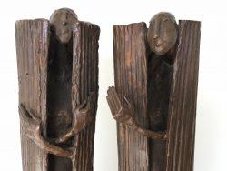 Contact met Dorine Mobron van Dovision: foto van twee abstracte figuren naast elkaar